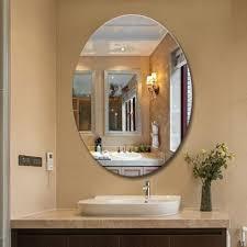Mẫu gương phòng tắm đơn giản nhưng không đơn điệu.